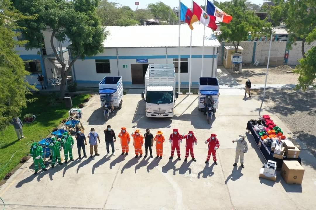 Alcalde Jaime Benites presenta vehículos, computadoras, entrega uniformes, equipos de protección y herramientas a trabajadores municipales.